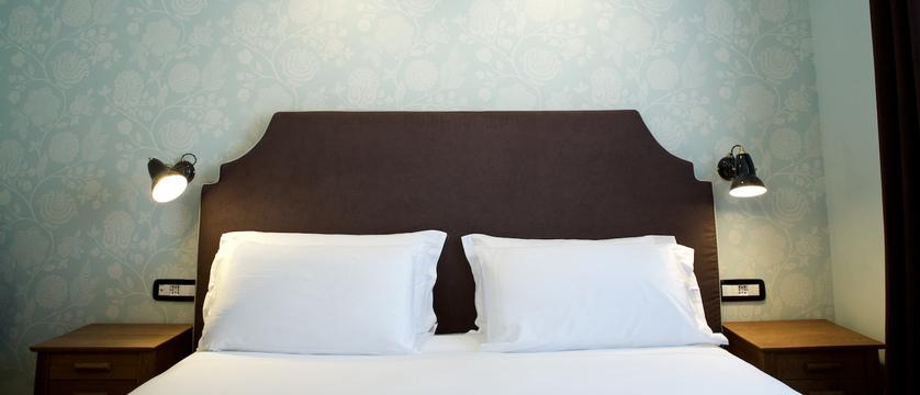 italy_pila-aosta_hotel-duca-d'aosta_bedroom3.jpg
